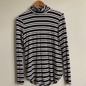 striped long sleeve turtle neck